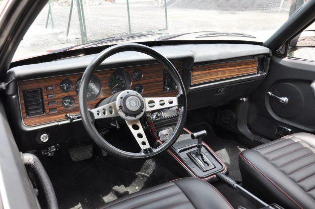 Eski Ford Mustang direksiyon