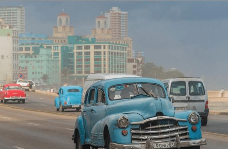 Kuba'da Eski Amerikan Arabalari