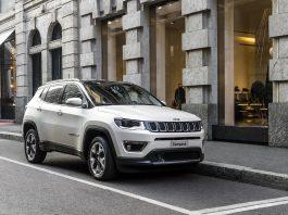"""Murat Tosun, benzinli otomatik Jeep Compass testi yaptı. Murat Tosun'un Jeep Compass yorumu """"170 beygir gücünde olması da keyfi daha da artırdı"""" şeklinde oldu."""