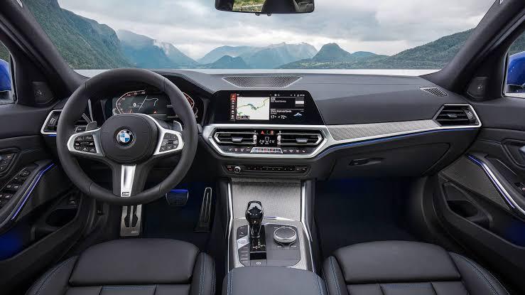 BMW 320i Sedan İç mekan