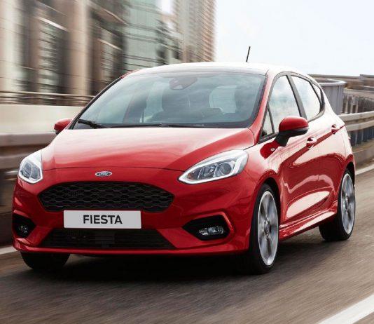 Kirmizi Ford Fiesta