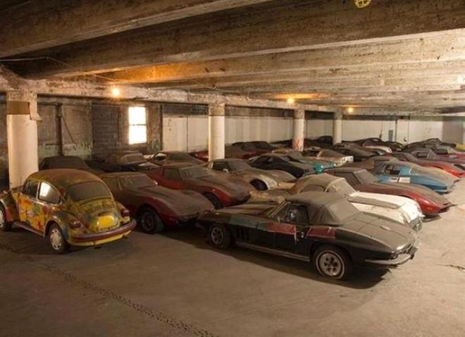 Dubai'de terkedilmiş lüks arabalar