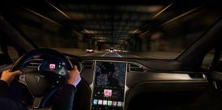 Tesla sürücüsü Direksiyon Başında Uyumaktan