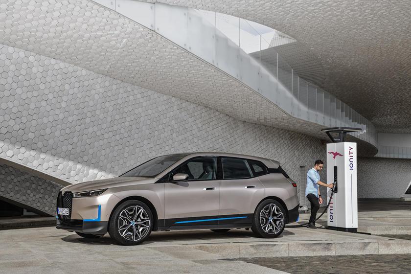BMW iX Üretiminde Bir Gecikme Var