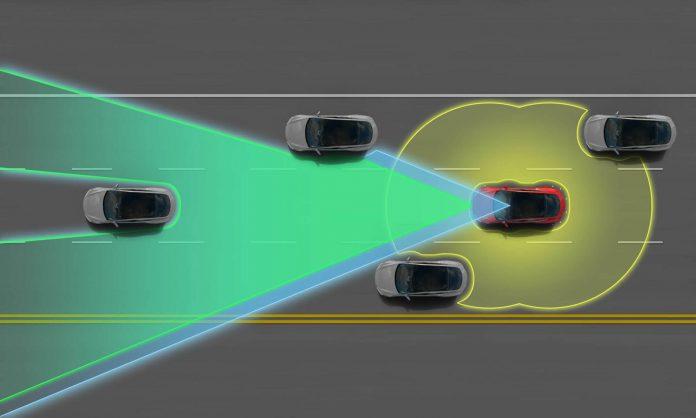 Hangi Otomobillerin Kendi Kendine Sürüş Özelliği Var