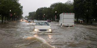 sel hasarlı araba