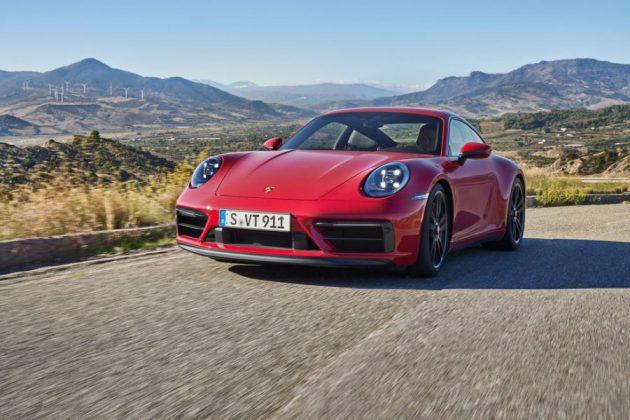 Porsche 911 GTS kırmızı