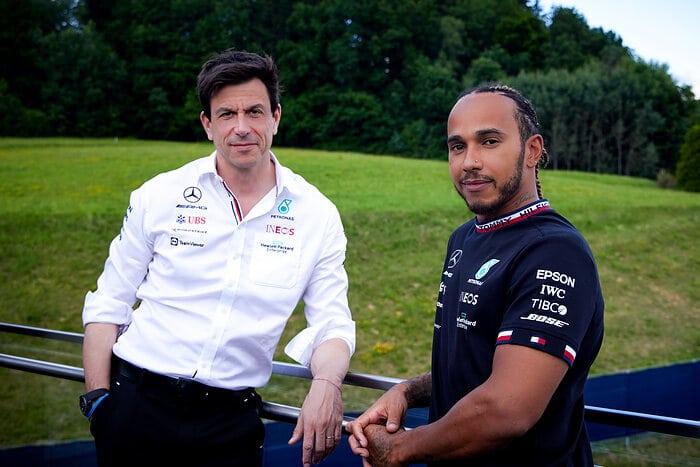 Mercedes ve Lewis Hamilton Vakıf Kuruyor